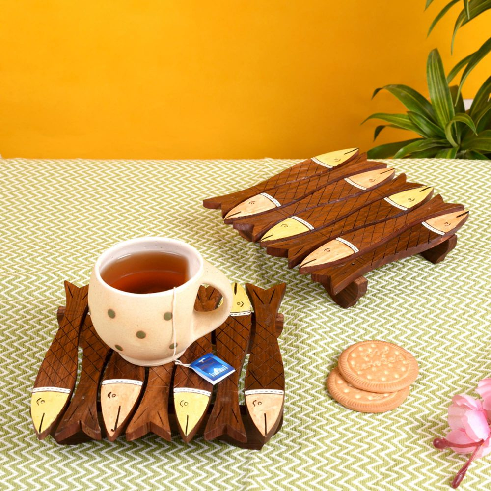 """Coaster Wooden Handcrafted Fish Shape with Tribal Art (Set of 2) (6.6x6.6"""")"""