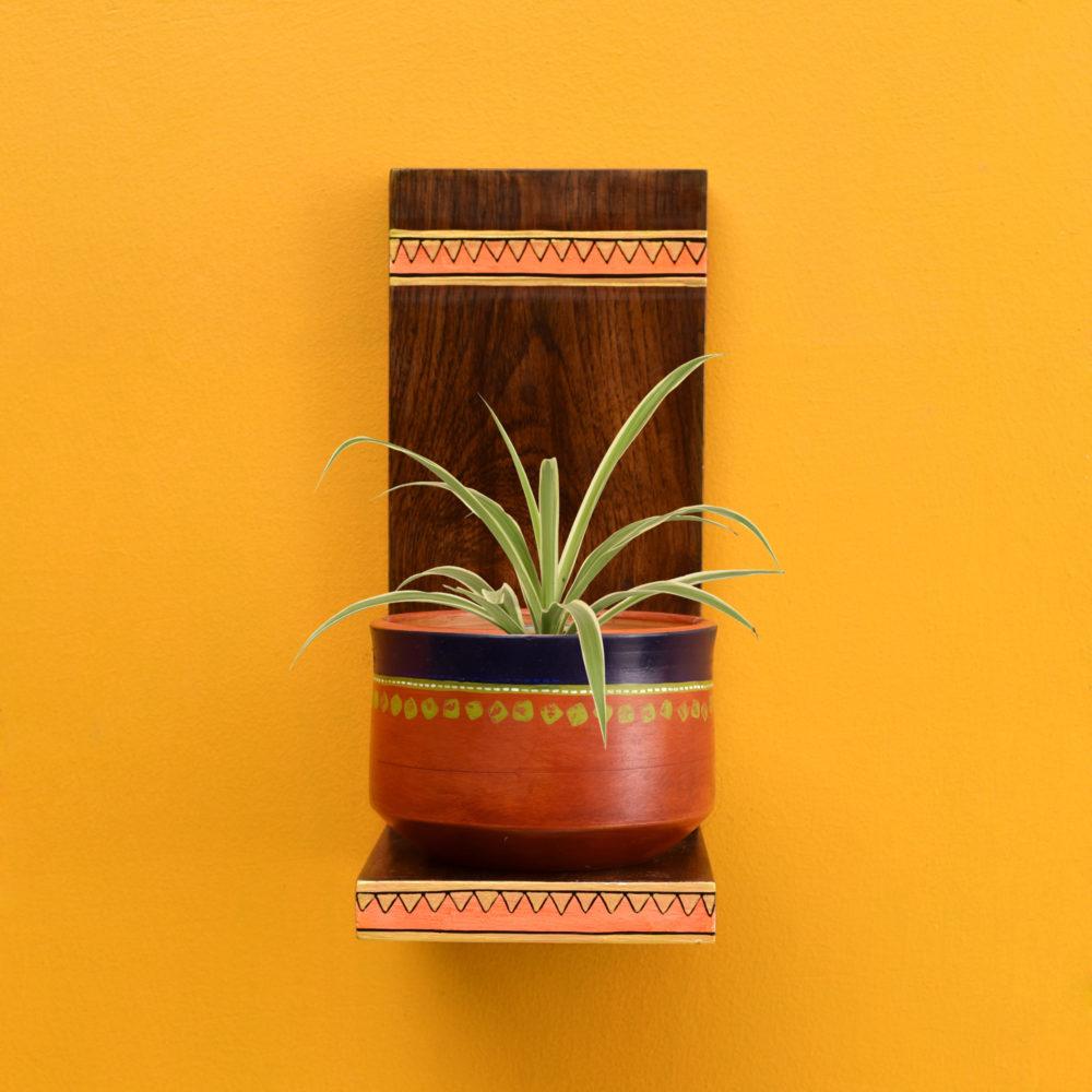 Asmi Earthen Planter with Wall Decor Shelf (5x7x11)