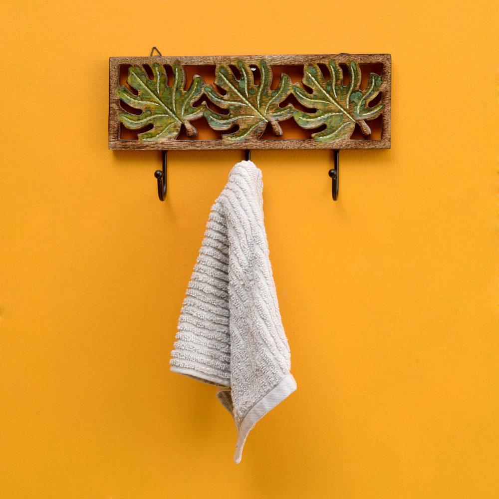 Autumn Leaf Towel Hanger With Three Hooks